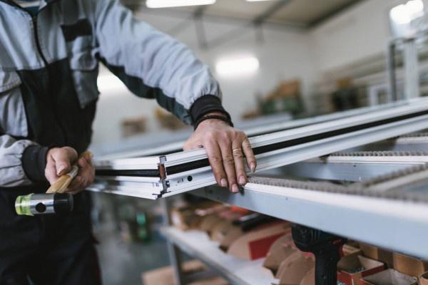 Производство и установка металлопластиковых и алюминиевых дверей