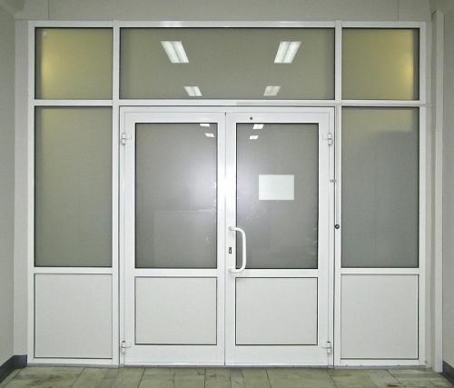 aljuminievye-dveri